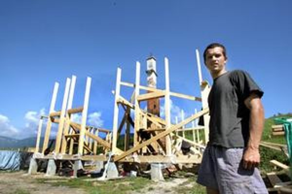 Balážovcom so stavbou nového domu pomáha celá rodina aj kamaráti. V zbierke na obnovu sa vyzbieralo asi 40–tisíc euro.