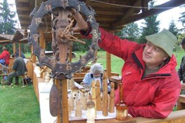 Dalibor Novotný vyrobil hodiny, ktoré sú celé z dreva, sú funkčné a rozoberateľné.