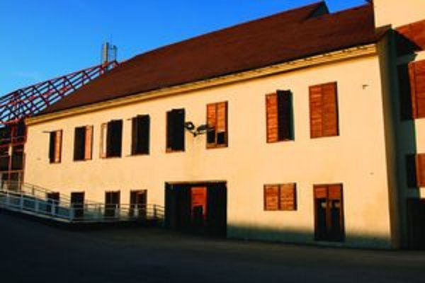 V budove národnej kultúrnej pamiatky sa vystriedalo už viac inštitúcií, ktoré ju nechali chátrať.