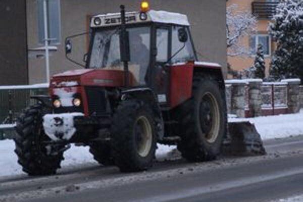 Cestári začínajú slúžiť nepretržite, aby vyšli do ulíc hneď, ako napadne sneh.