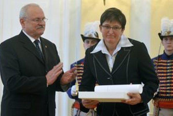 Elena Kaliská dostala od prezidenta republiky štátne vyznamenanie.