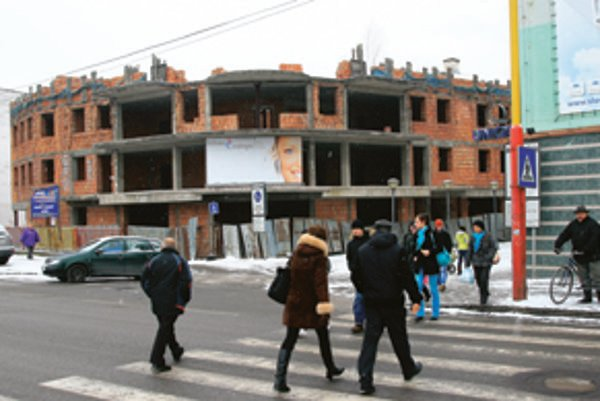 Budova v centre mesta trápi obyvateľov už dlhé roky.