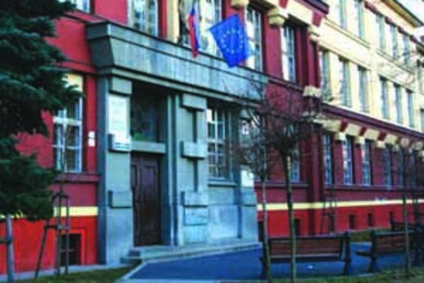 Situácia sa v škole vyvinula tak, že prvýkrát v histórii otvorili čisto rómsku triedu.