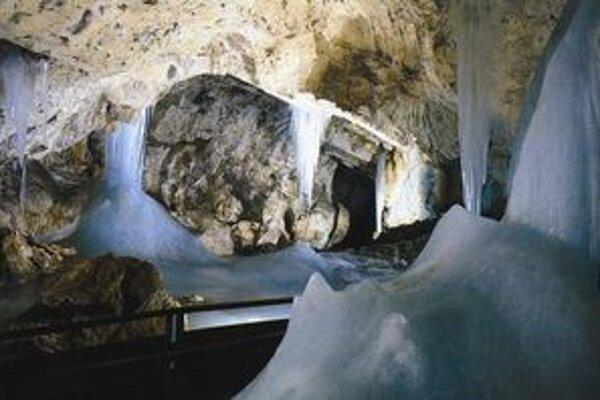Demänovská ľadová jaskyňa je výnimočná trvalou ľadovou výzdobou.