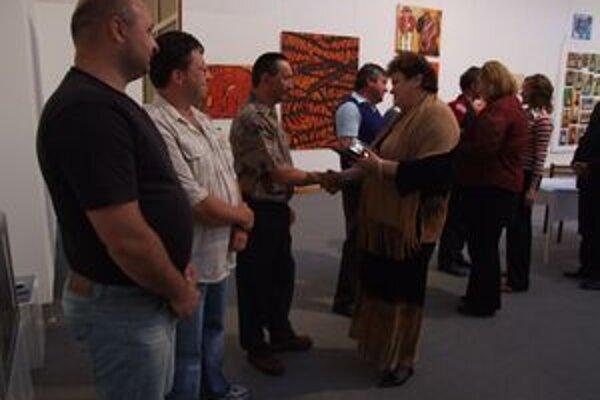 Dobrovoľní darcovia krvi si v galérii prevzali Janského plakety.