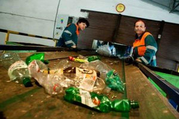 Takto separujú vyzbieraný odpad z nádob v ružomberských Technických službách.