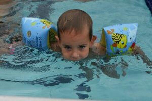 Jednou z disciplín, v ktorej budú rodiny súťažiť v Liptove, je plávanie.