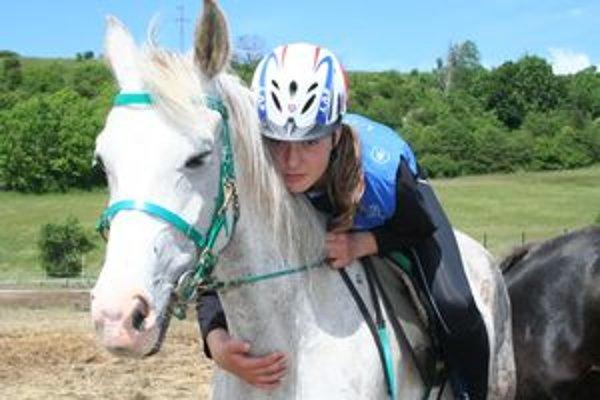 Charlotte Mlynčeková s Miladkou budú Slovensko reprezentovať na juniorských jazdeckých majstrovstvách sveta, ktoré budú v septembri v Maďarsku.