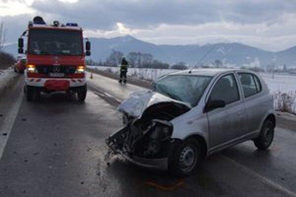 Ani včerajší deň sa na cestách nezaobišiel bez dopravných nehôd.