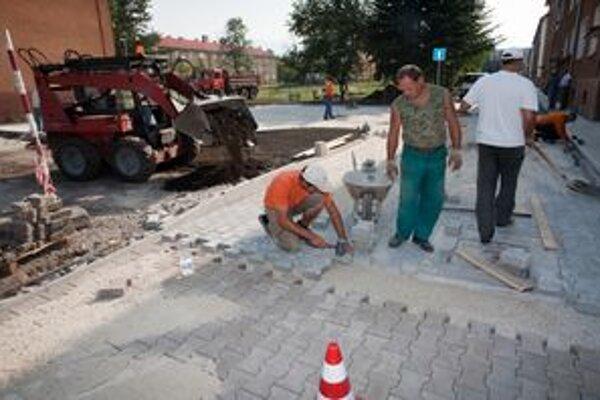 V meste robia aj parkovisko na Jilemnického ulici.
