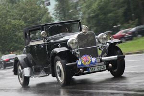 Titul Top Elegance získal automobil Hispano Suiza z roku 1926. V čase jeho vzniku bola cena auta rovnajúca sa cene dvadsiatich ôsmich rodinných domov, ktoré v Zlíne staval Tomáš Baťa. Dnes je hodnota tohto Hispana nevyčísliteľná.
