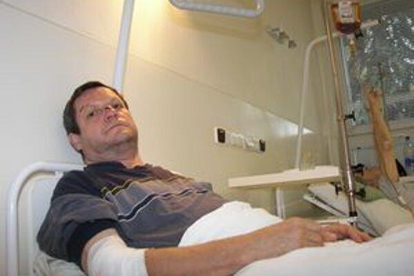 Na dôvod pobytu v ružomberskej Ústrednej vojenskej nemocnici SNP Štefan Packa nespomína rád. Liečil sa tam zo zranení, ktoré mu spôsobil jeho oveľa mladší vtedajší kolega poslanec.