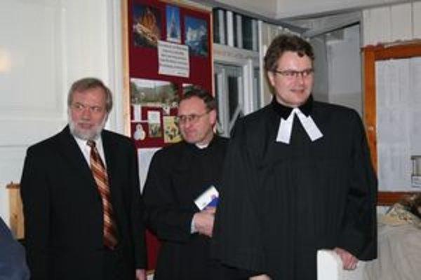 Sprava evanjelický farár Marián Bochnička, rímskokatolícky dekan Vladimír Saniga a baptistický kazateľ Dušan Uhrín.