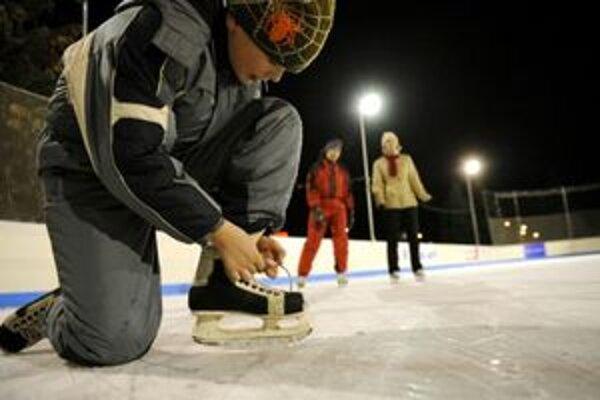 Na zimnom štadióne v Liptovskom Mikuláši sa počas prázdnin môžete každý druhý deň korčuľovať hodinku zadarmo.