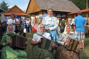 Miriam Gažová s meškármi v Detve.