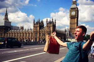 V Londýne.