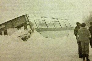 Sneh a vietor si s autobusom hravo poradili.