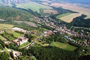 Obec Jasov získala na sanáciu nelegálnej skládky dotáciu približne 50 000 eur.