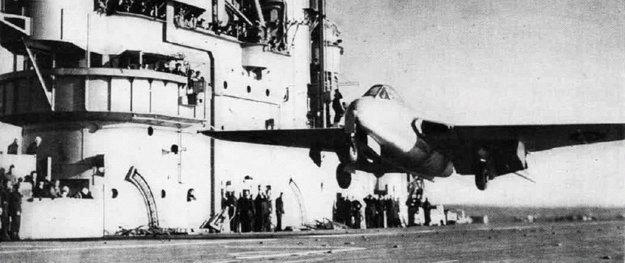 Eric Brown ako prvý v histórii vzlieta z lietadlovej lode Kráľovského námorníctva 3. decembra 1945.
