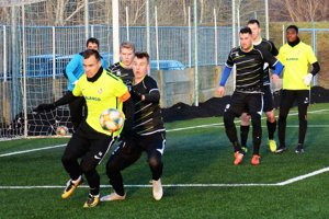 Futbalistov Serede (v bledých dresoch) čaká v sobotu generálka so Znojmom.