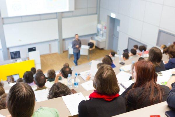 Mnohé fakulty reagujú pri nových študijných akreditovaných programoch na požiadavky praxe, absolventi budú pre zamestnávateľov zaujímavejší.