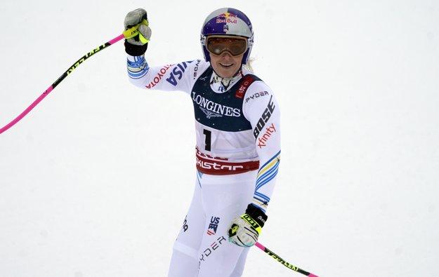 Lindsey Vonnová máva fanúšikom po kombinačnom zjazde na MS v lyžovaní 2019.