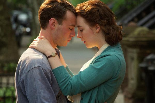 Saoirse Ronan a Emory Cohen.