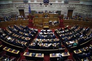 Grécky premiér Alexis Tsipras hovorí počas zasadnutia parlamentu 8. februára 2019 v Aténach.
