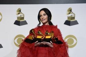 Country speváčka Kacey Musgraves rozhodla bitku medzi hip-hopom a popom v kategórii Album roka.