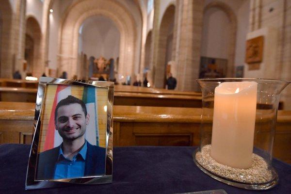 Portrét jedného zo zosnulých novinárov Antonia Megalizziho.