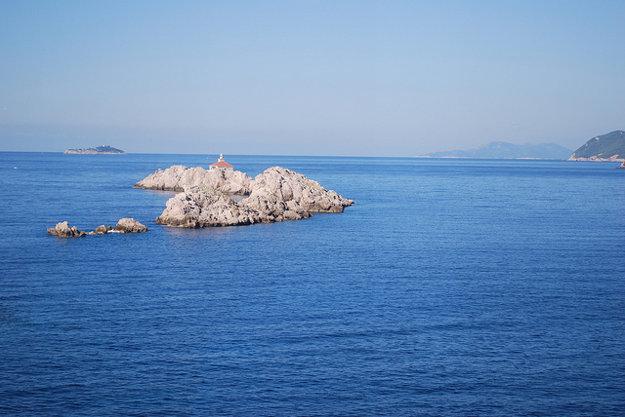 Pri ostrovčeku Grebeni ukrýva morské dno vrak lode Taranto.