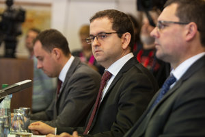 Šéf Ústavnoprávneho výboru Robert Madej.