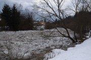 V dôsledku nárazového oteplenia a dažďa, došlo na rieke Kysuca k nahromadeniu a zablokovaniu  ľadových krýh  v dĺžke 1, 5 km.