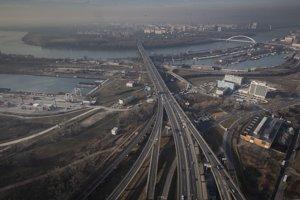 Letecká snímka dopravy v Bratislave.
