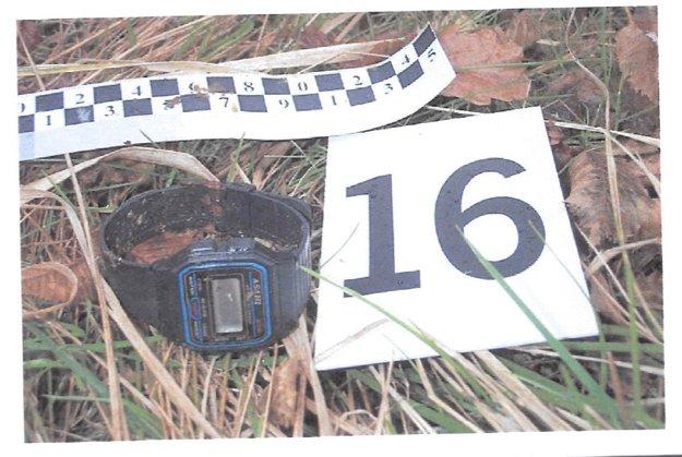 Pri kostrovom náleze boli pánske digitálne hodinky.