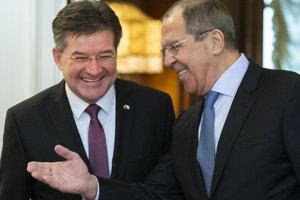 Úradujúci predseda Organizácie pre bezpečnosť a spoluprácu v Európe (OBSE) a šéf slovenskej diplomacie Miroslav Lajčák (vľavo) a ruský minister zahraničných vecí Sergej Lavrov počas stretnutia v Moskve 19. februára 2019.