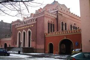 Ortodoxná synagóga a Puškinovej ulici kombinuje prvky orientálnej architektúry a kubizmu.
