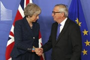 Theresa Mayová a Jean-Claude Juncker.