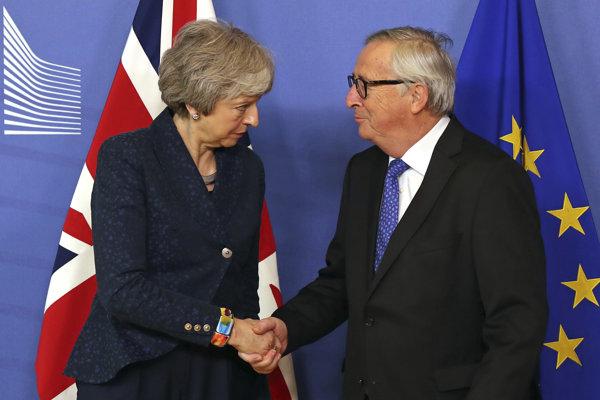 Theresa Mayová a Jean-Claude Juncker.