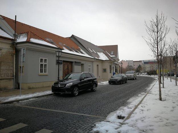 Na vynovenej Halenárskej platí zákaz státia. Nie je tam ani jedno parkovacie miesto.