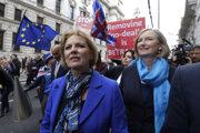 Anna Soubryová na čele demonštrácie proti tvrdému brexitu.