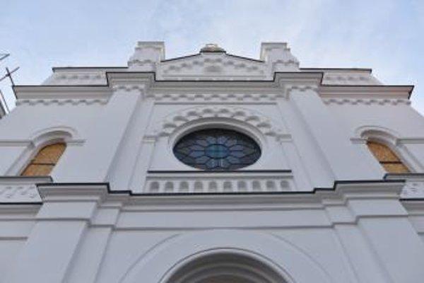 Obnova Synagógy v Senci ie podľa plánov.