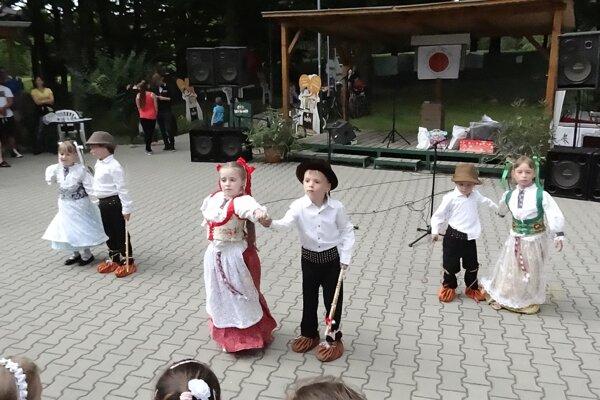 Tužinskí škôlkari zatancovali na podporu malých onkologických pacientov.