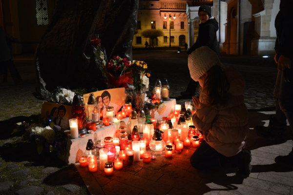 Ľudia si pripomínali pamiatku dvoch mladých ľudí aj v Prešove.