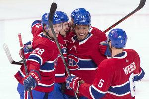 Hráči Montrealu sa radujú z víťazstva nad Philadelphiou.