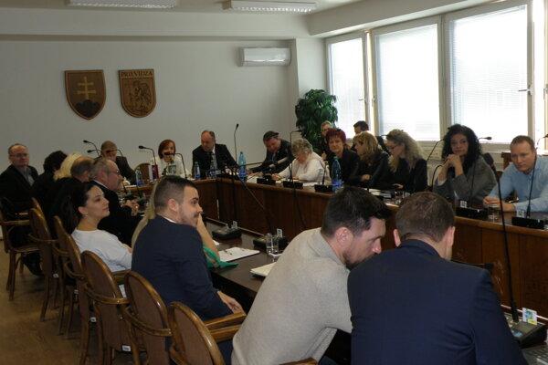 Mimoriadne rokovanie prievidzského mestského zastupiteľstva.