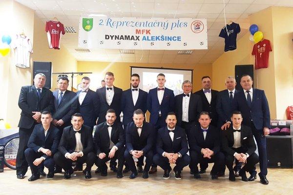 Áčko MFK Dynamax Alekšince je po jeseni na prvom mieste v piatej lige Stred.