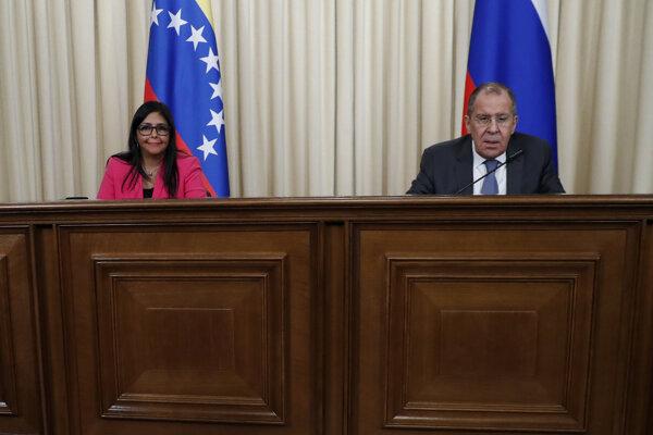 Delcy Rodríguezová na tlačovej konferencii so Sergejom Lavrovom.