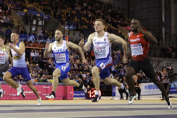 Ján Volko (druhý sprava) počas finále v behu na 60 metrov na HME v atletike 2019.