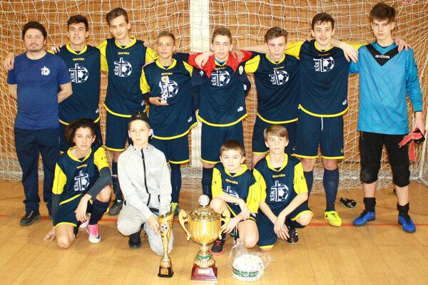 Prvenstvo si na turnaji vybojovali hráči KŠK Juventus Levice.